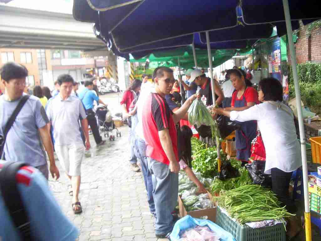Filipino Market Stalls in Hywewha-dong