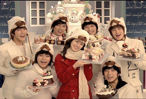 2PM and Kim Tae-hee sportin' Christmas hats