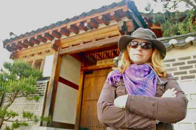 TammyattheentranceofYeorangchewhichwastheoutsidesetforSanggojaeinquotPersonalTaste zps7718c8301 Review: Kokoro Bento, Bukchon Village, Seoul